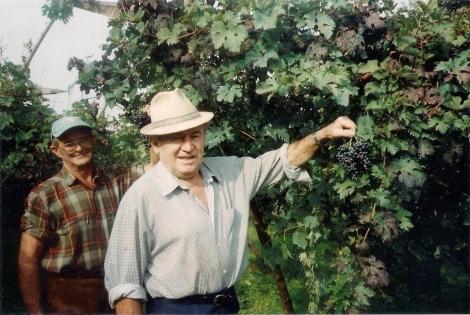 Mio zio Giuseppe, detto Pepi, e il nonno.