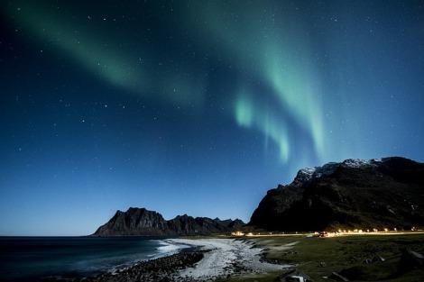 aurora-borealis-1032517_640